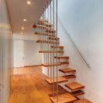 Nên lắp cầu thang gỗ hay Cầu thang dây cáp khi xây nhà