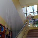 Lưới bảo vệ cầu thang an toàn cho học sinh tại các trường học
